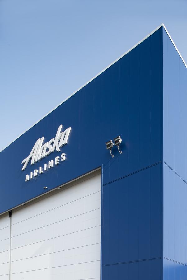 Alaska_Airlines_Maintenance_Engineering_Hangar_ Anchorage _AK_17_KSMR_US