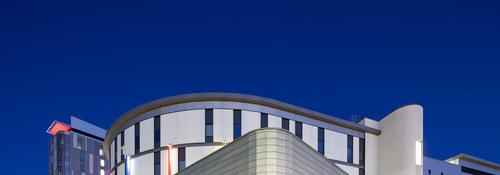 Queen Elizabeth Hospital_night-1