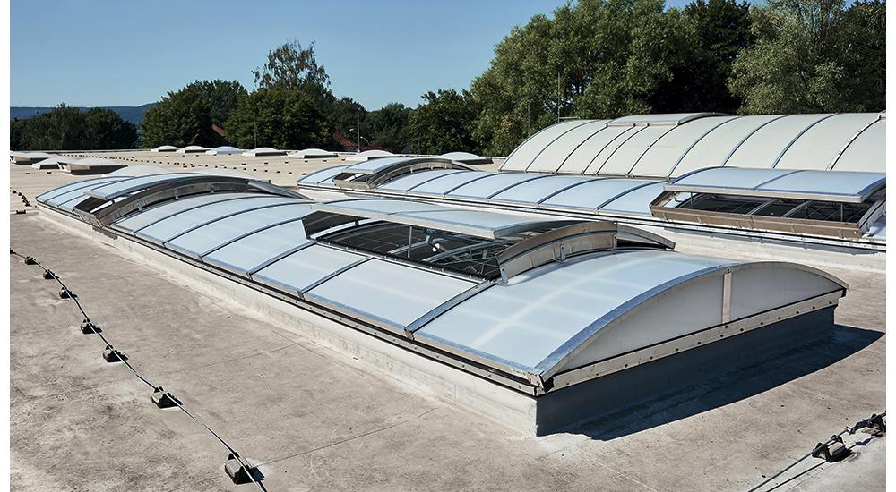 Kingspan_rooflight-basic-apex-vent-half-opened-F6_Image_DE