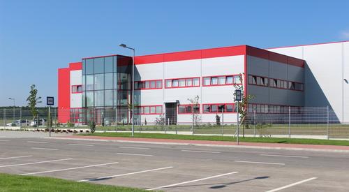 Parat Ungarn gyártócsarnoka