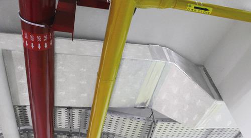 El sistema PIR de Kingspan PalDuct está limpio y se puede instalar al ras del techo.