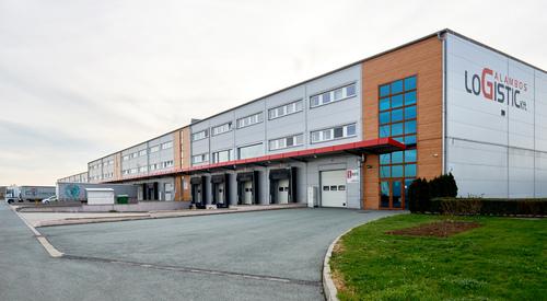 Galambos Logisztikai Kft. szendvicspanel épülete Vépen