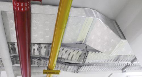 El sistema PIR de Kingspan PalDuct está limpio y se puede instalar al ras del techo