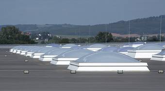 Kingspan_skylight-domes-classic-flatroof_Image_DE