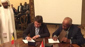 Pieter Bouckaert ondertekent contract voor grootste slachthuis van Afrika