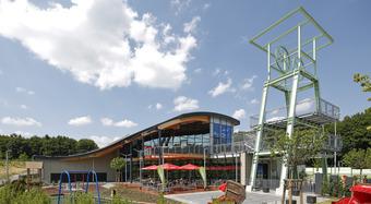 Bochum, Nemecko, Závesná odvetrávaná fasáda, Karrier panel s Tile deskami