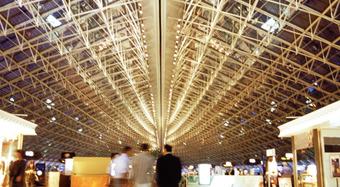 FM aprobado Kingspan Kooltherm FM aislamiento de tuberías ayuda al Aeropuerto Charles du Galle a ser resistente a la propagación del fuego.